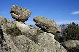Las Causas de las Piedras Caballeras